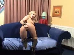 horny-german-milf-show-her-pussy-on-the-webcam-webcam-porn