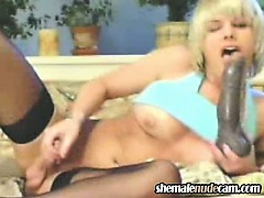 blonde-transexual-webcam-show