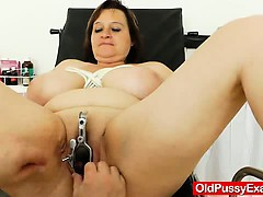 fat-milf-brunette-gets-a-gyno