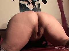 Brunette mature slut fucking her craving twat with sex toy