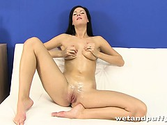 Lauren Uses Her Fingers To Cum