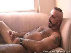 hot-bear-vince-gets-himself-off